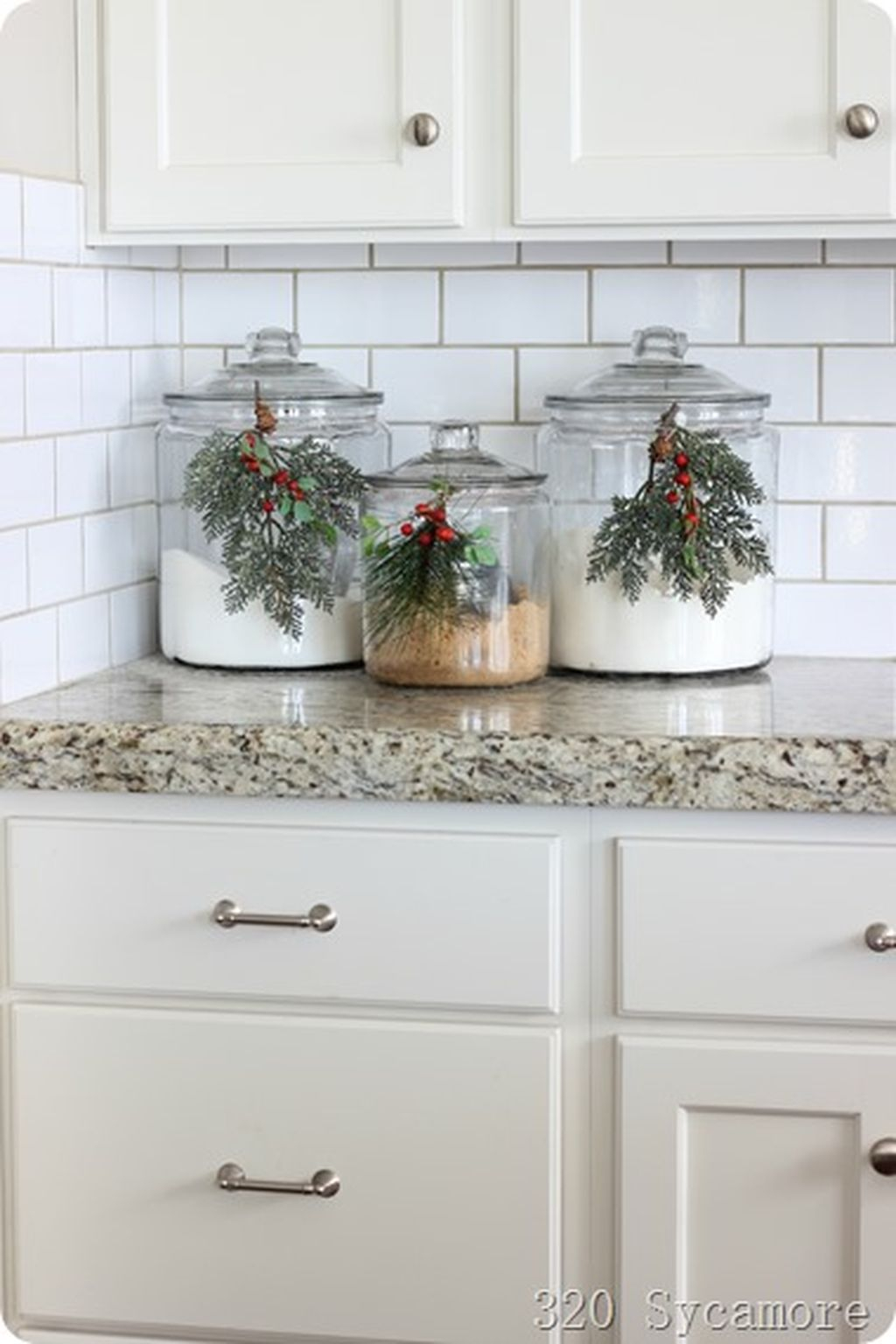 Adorable Rustic Christmas Kitchen Decoration Ideas 20