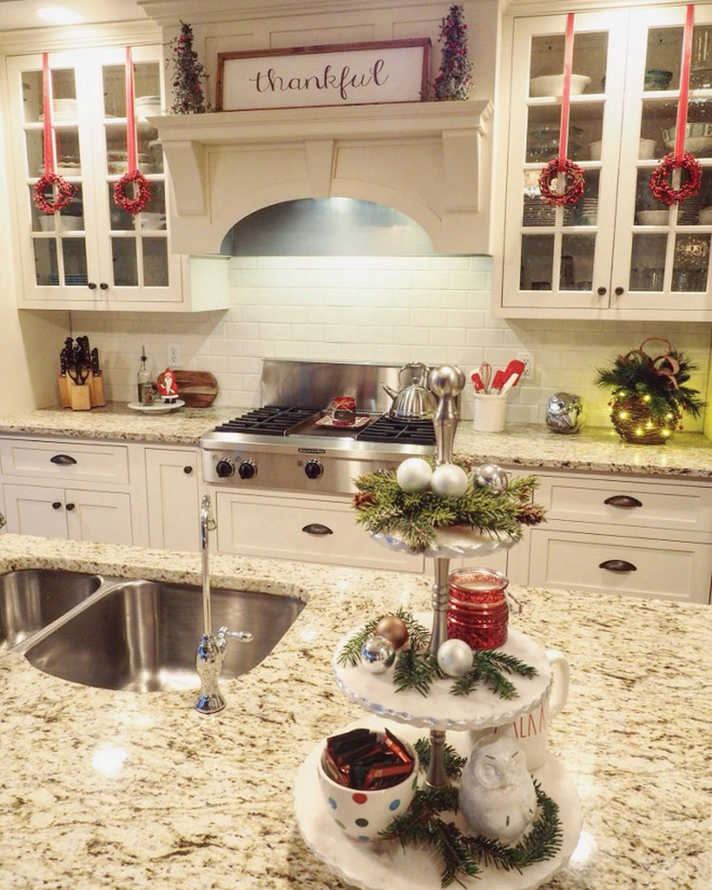 Kitchen Cabinet Christmas Decorating Ideas: Adorable Rustic Christmas Kitchen Decoration Ideas 67