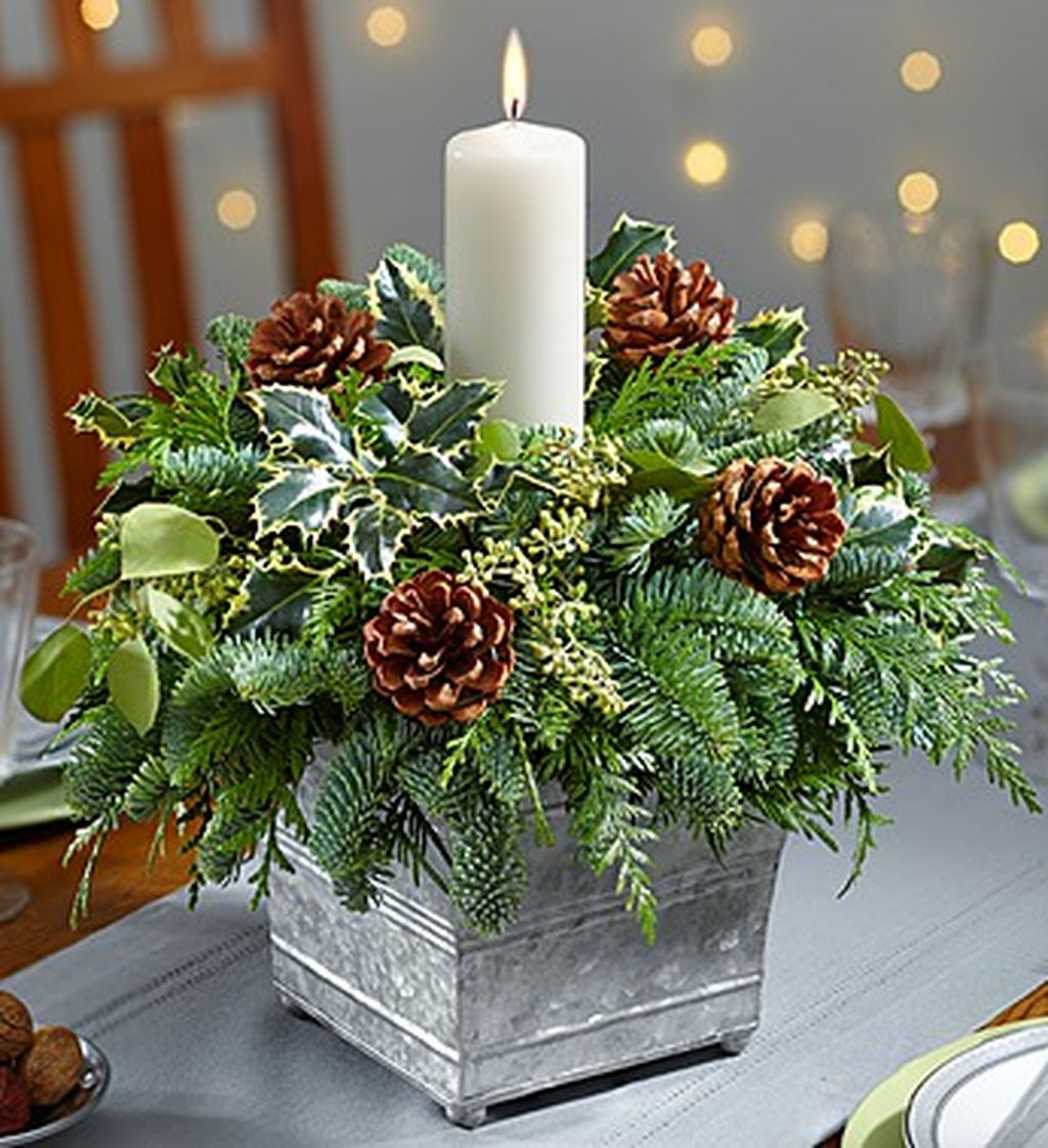 Easy and simple christmas table centerpieces ideas for for Simple dining room table centerpieces