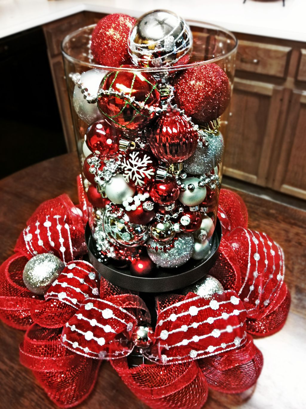 Easy And Simple Christmas Table Centerpieces Ideas For