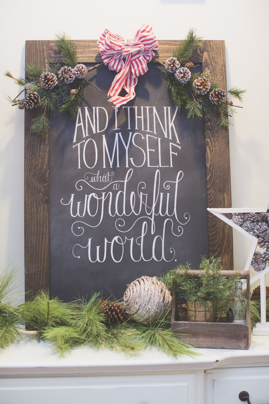Incredible Rustic Farmhouse Christmas Decoration Ideas 24