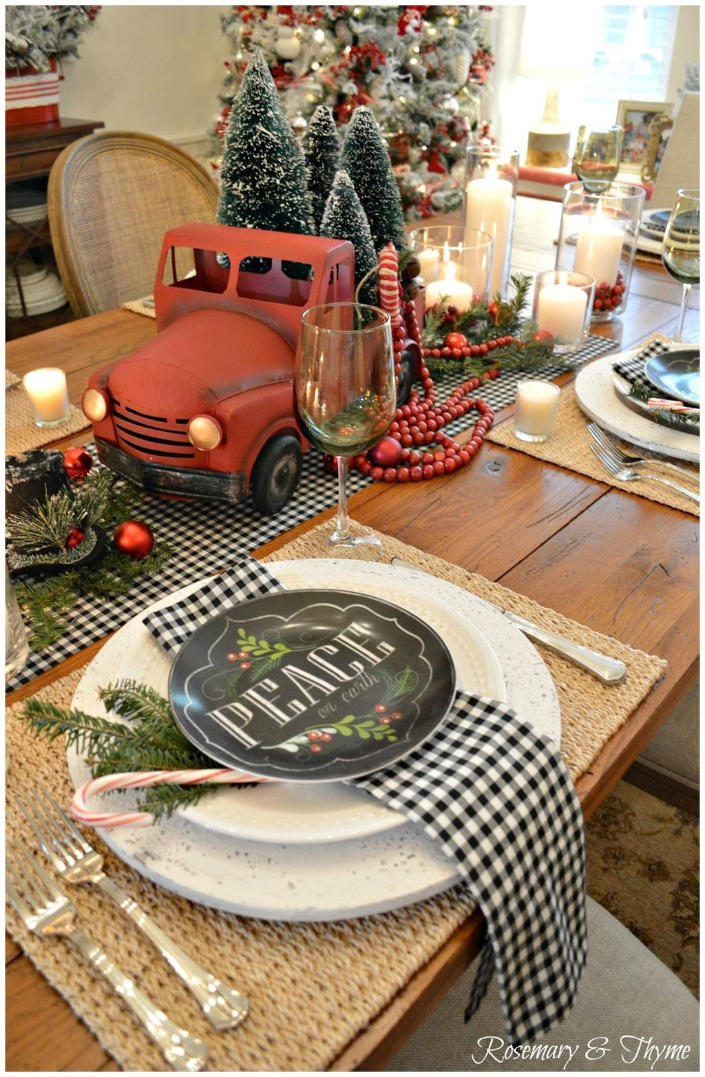 Incredible rustic farmhouse christmas decoration ideas 28 homedecorish - Interesting tables capes for christmas providing cozy gathering space ...