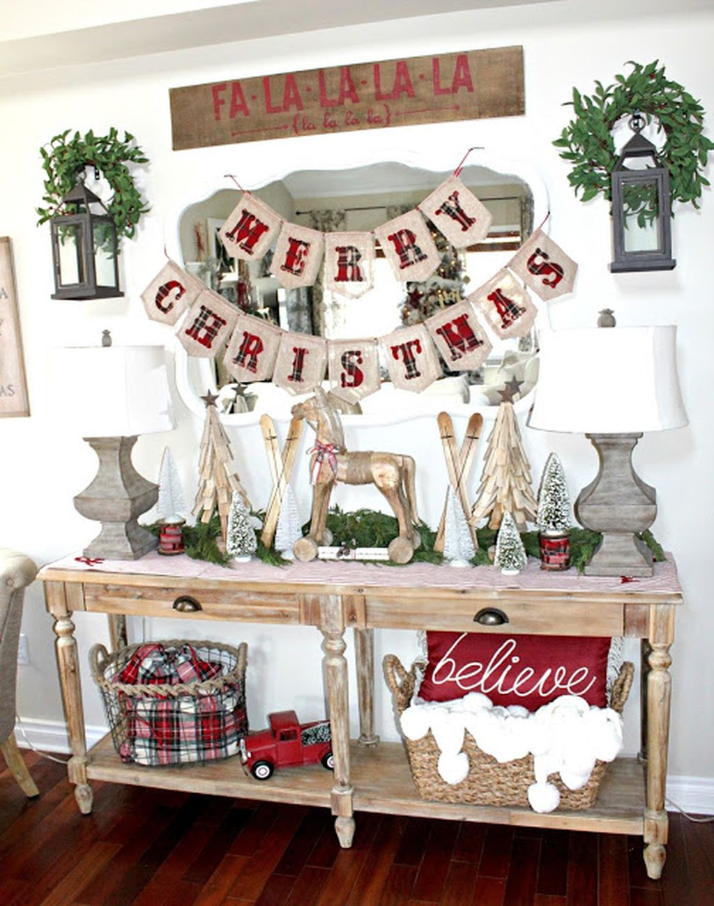 Incredible rustic farmhouse christmas decoration ideas 69 Christmas moose home decor