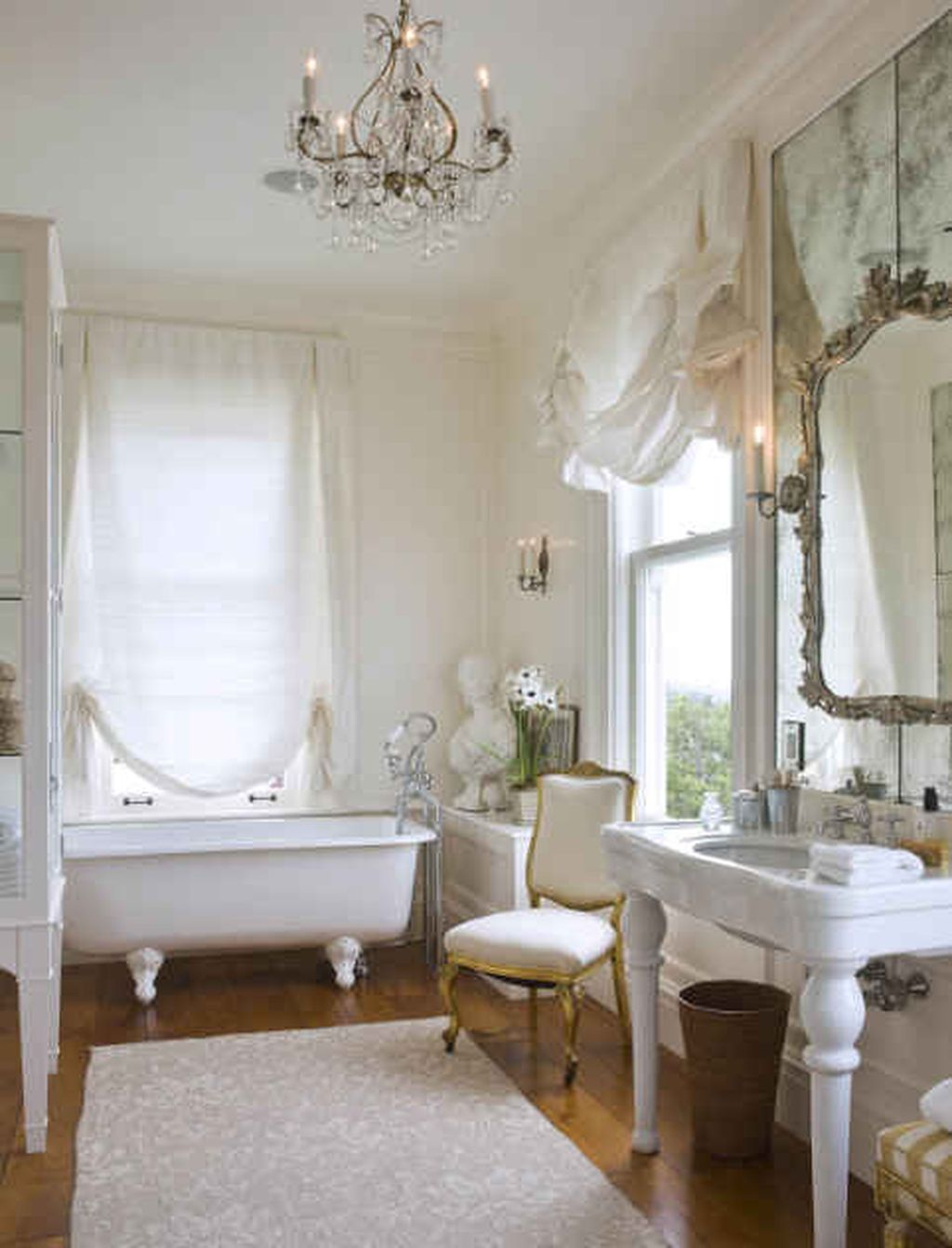 Romantic and elegant bathroom design ideas with chandeliers 14 homedecorish Romantic bathroom design ideas