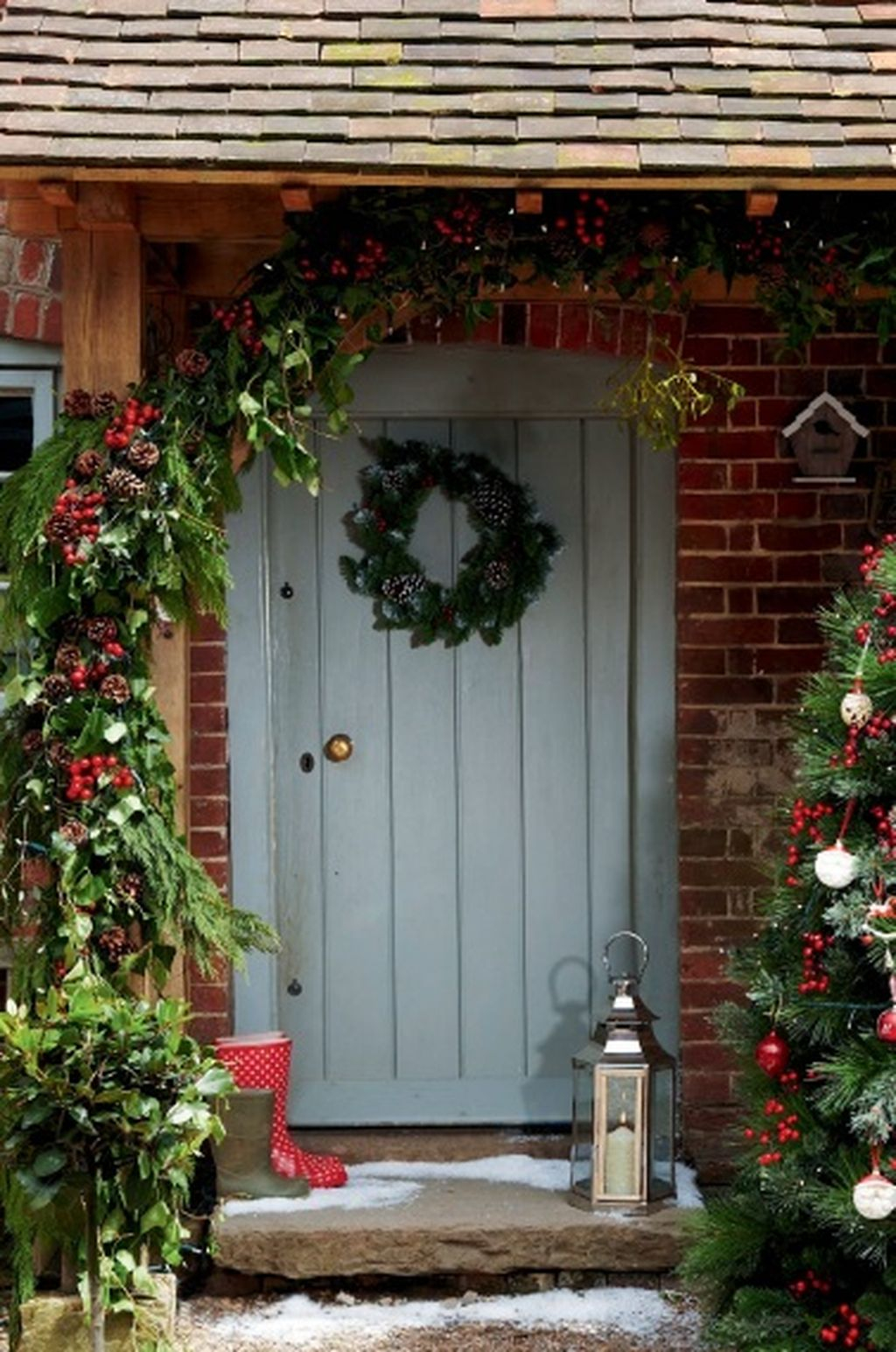 52 Beautiful Front Door Decorations And Designs Ideas: Simple But Beautiful Front Door Christmas Decoration Ideas 62