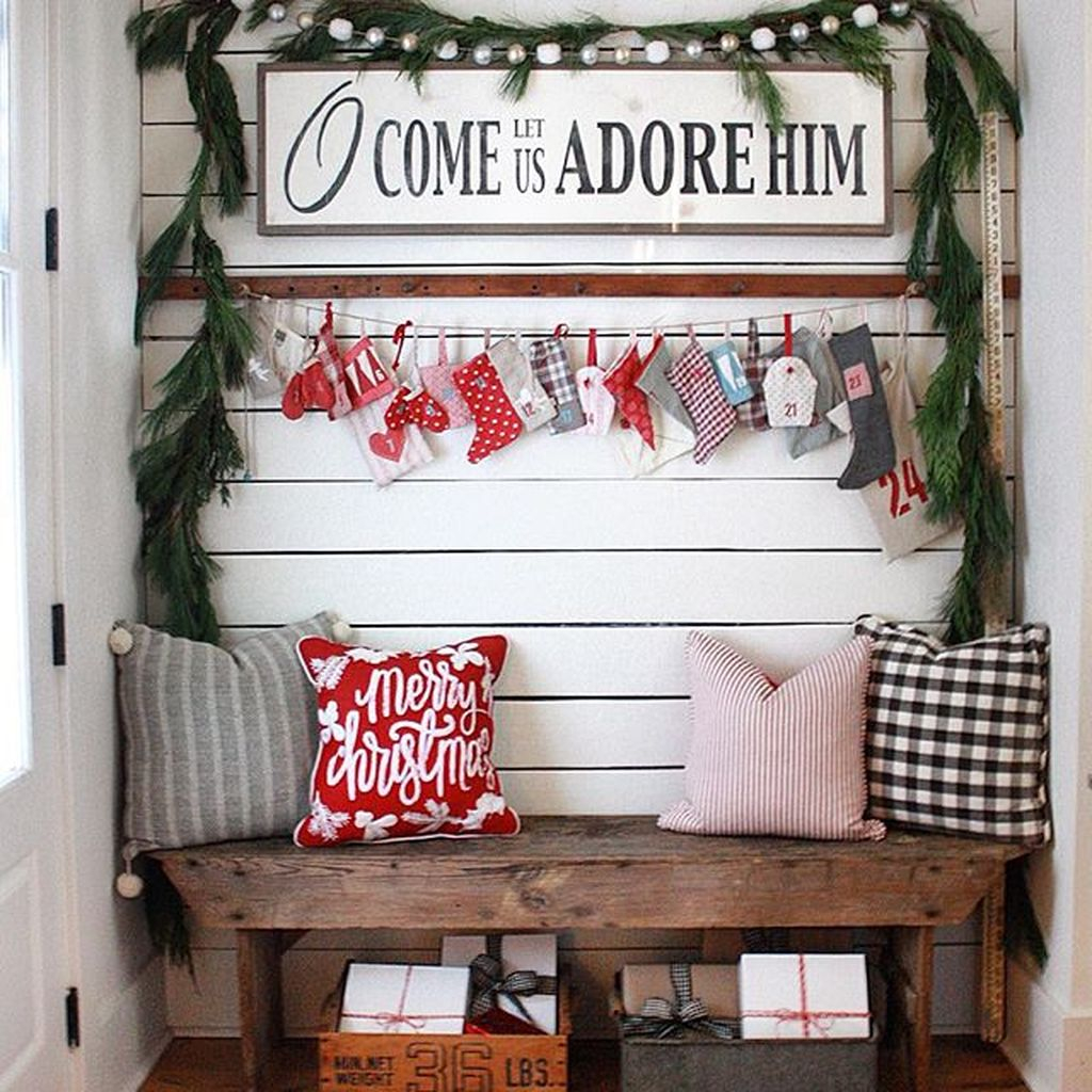 Totally Inspiring Christmas Porch Decoration Ideas 56