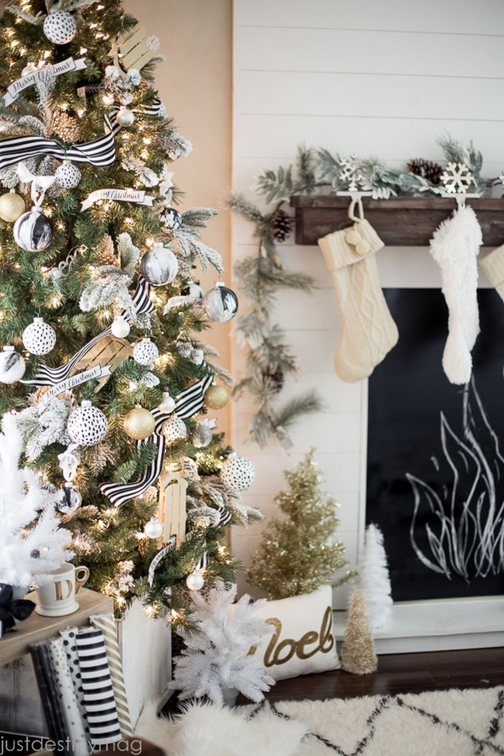 Unique and unusual black christmas tree decoration ideas 25 homedecorish - Home decorating ideas clever and wacky solutions ...