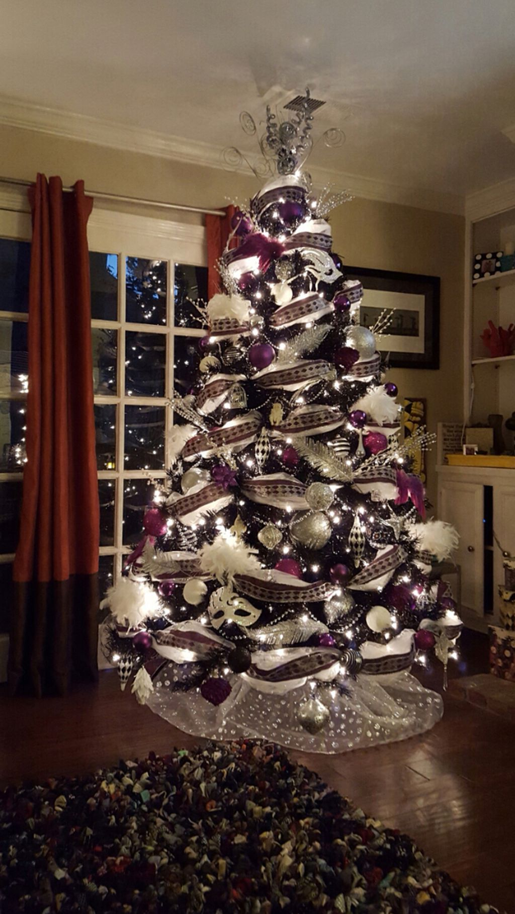 Unique And Unusual Black Christmas Tree Decoration Ideas