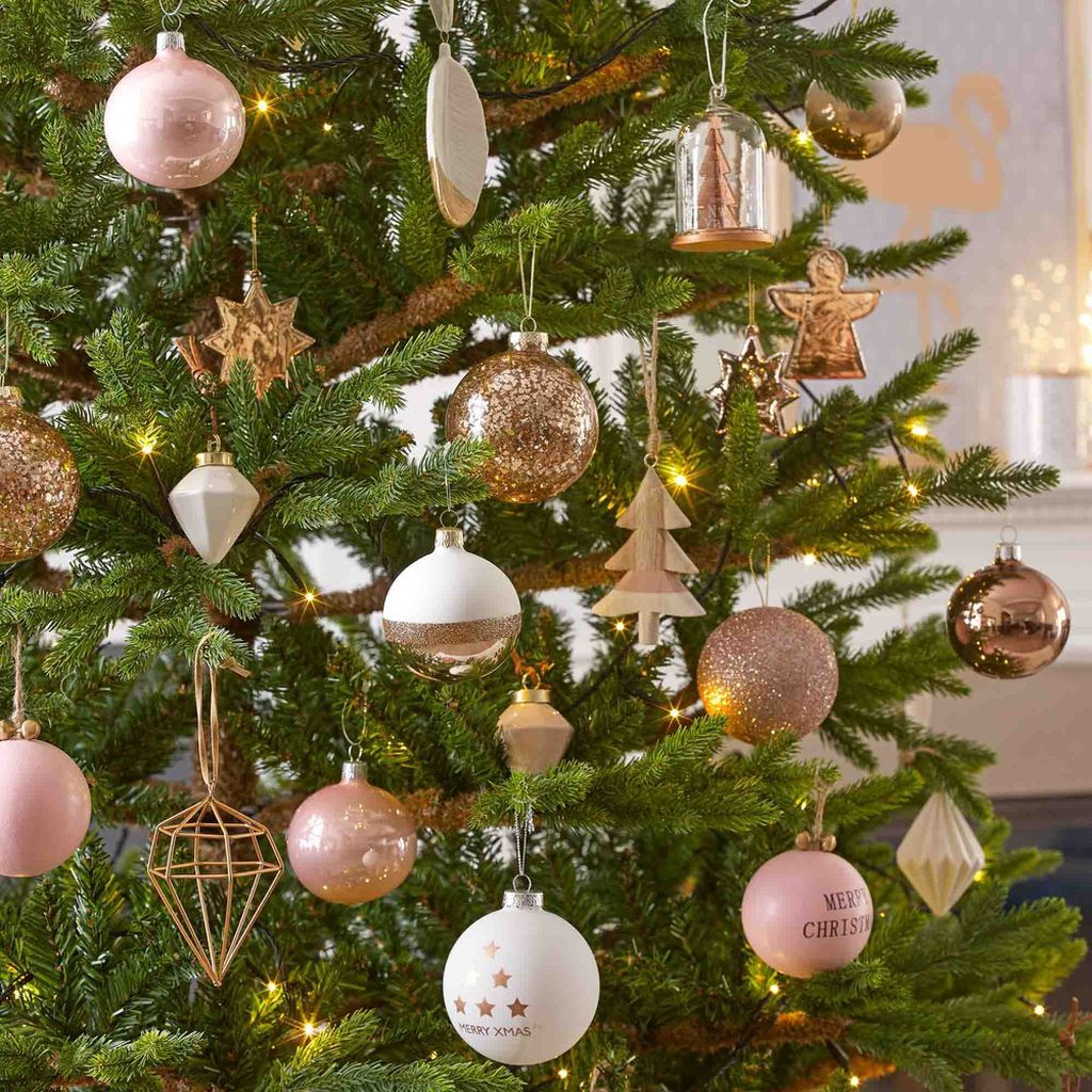 44 Gorgeous Pink And Gold Christmas Decoration Ideas