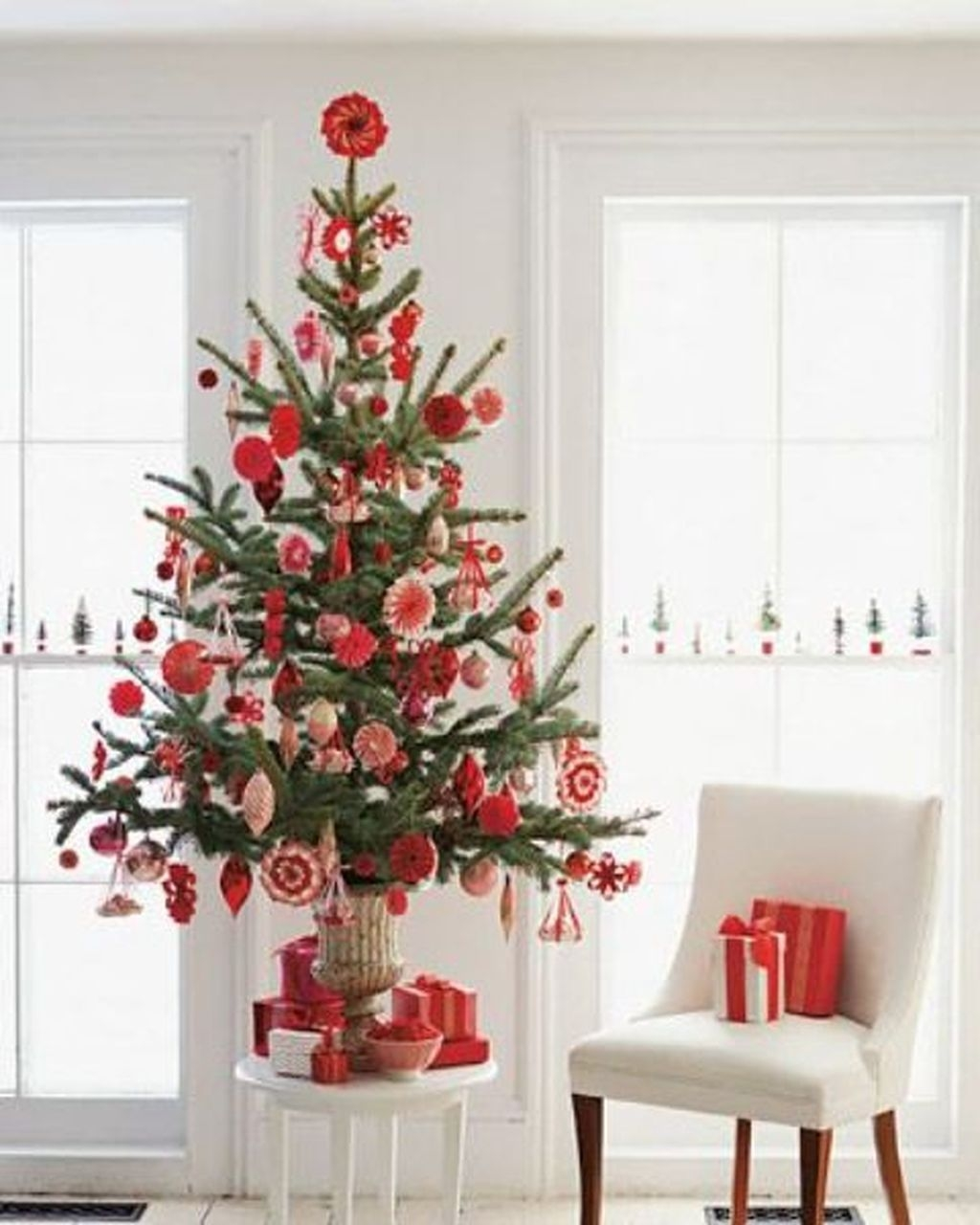inspiring home decoration ideas with small christmas tree 41