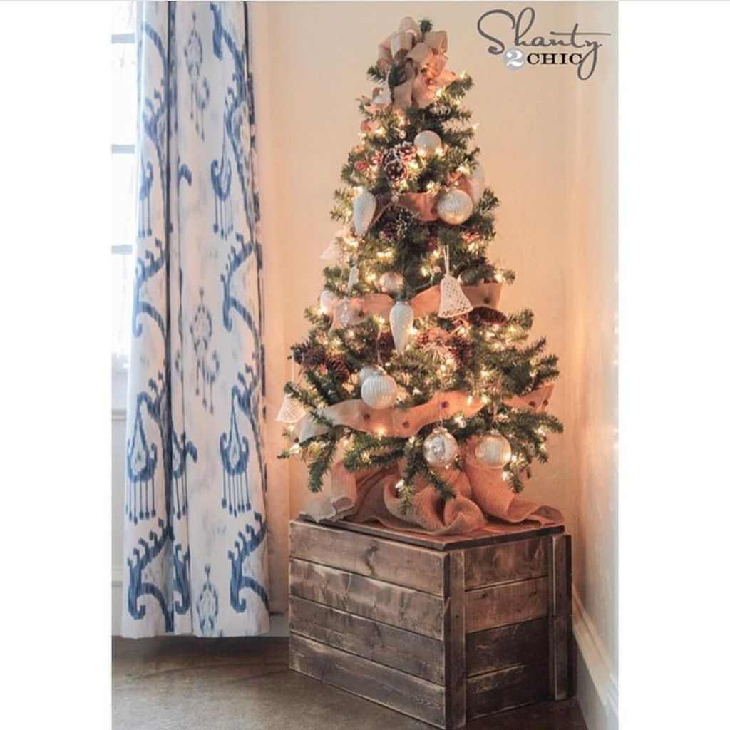 48 inspiring home decoration ideas with small christmas tree homedecorish - Small christmas tree ideas ...