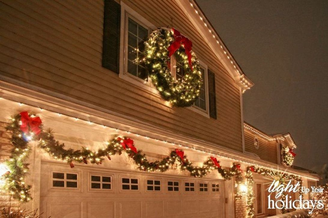 47 fabulous outdoor winter decoration ideas homedecorish for Exterior xmas lighting ideas