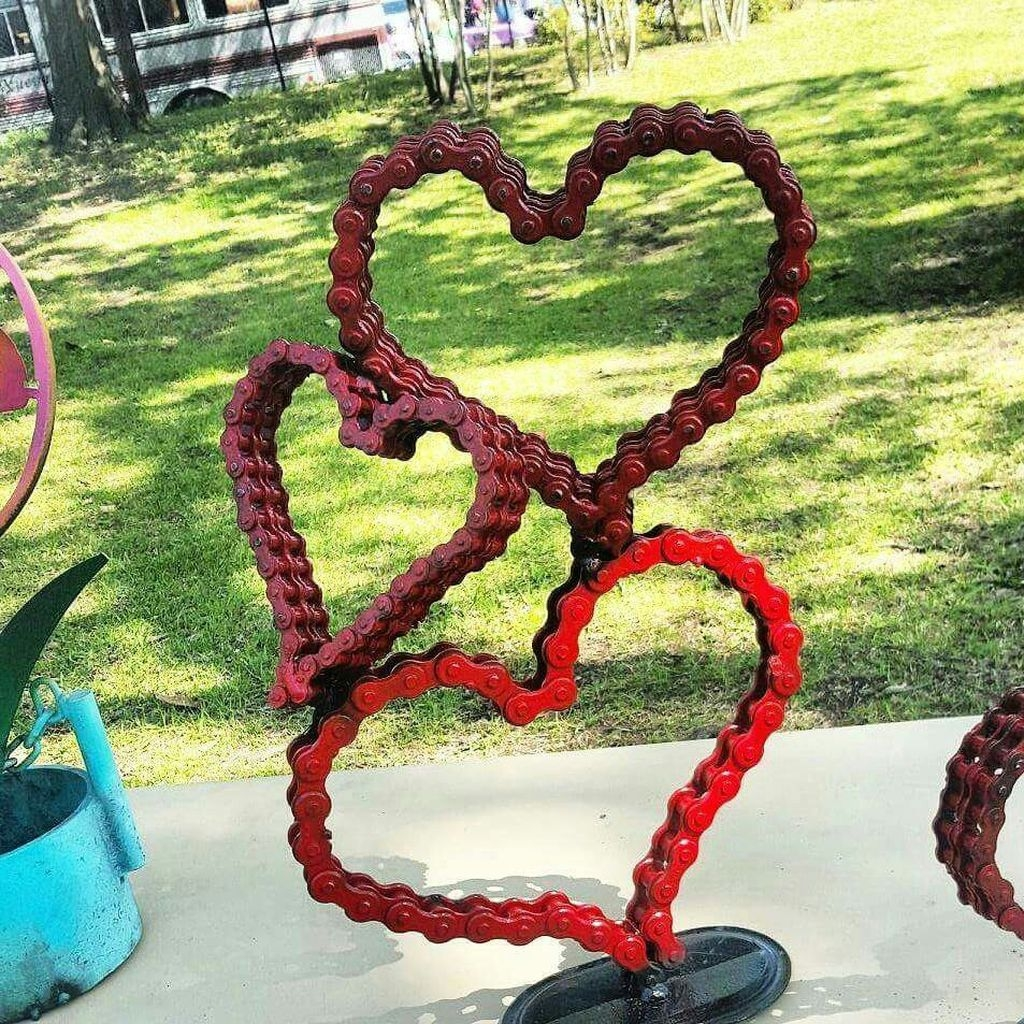 43 unique outdoor valentine decoration ideas homedecorish for Unique yard decorations