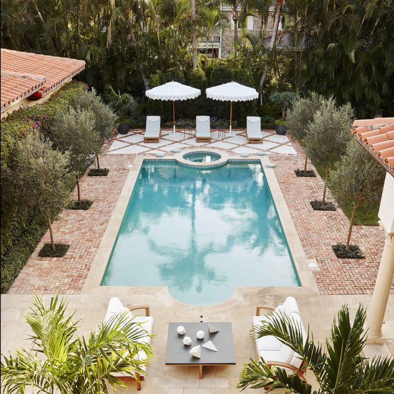 23 Spectacular Swimming Pools That Will Make Your Backyard ...