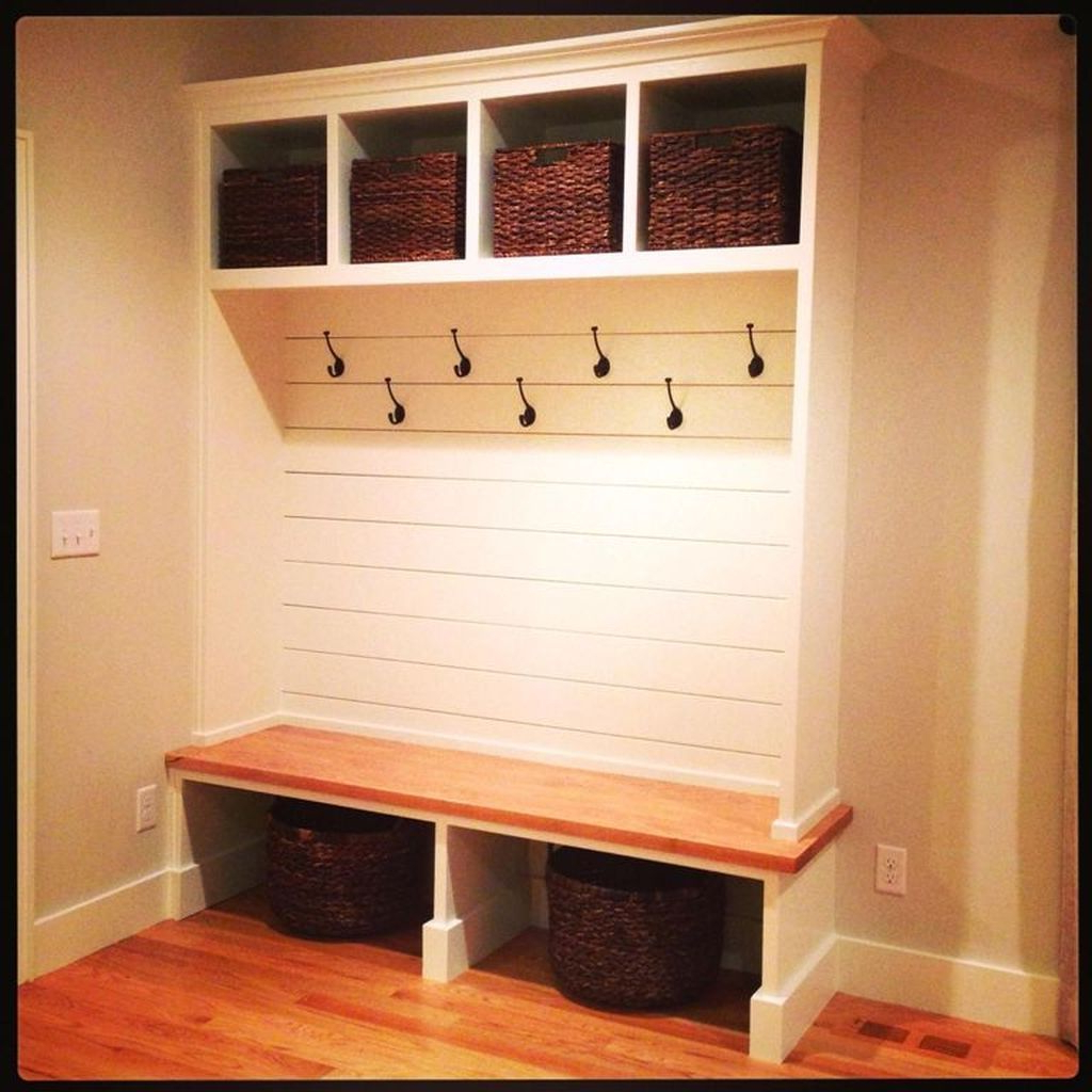 41 Perfect Mudroom Bench Decorating Ideas On A Budget