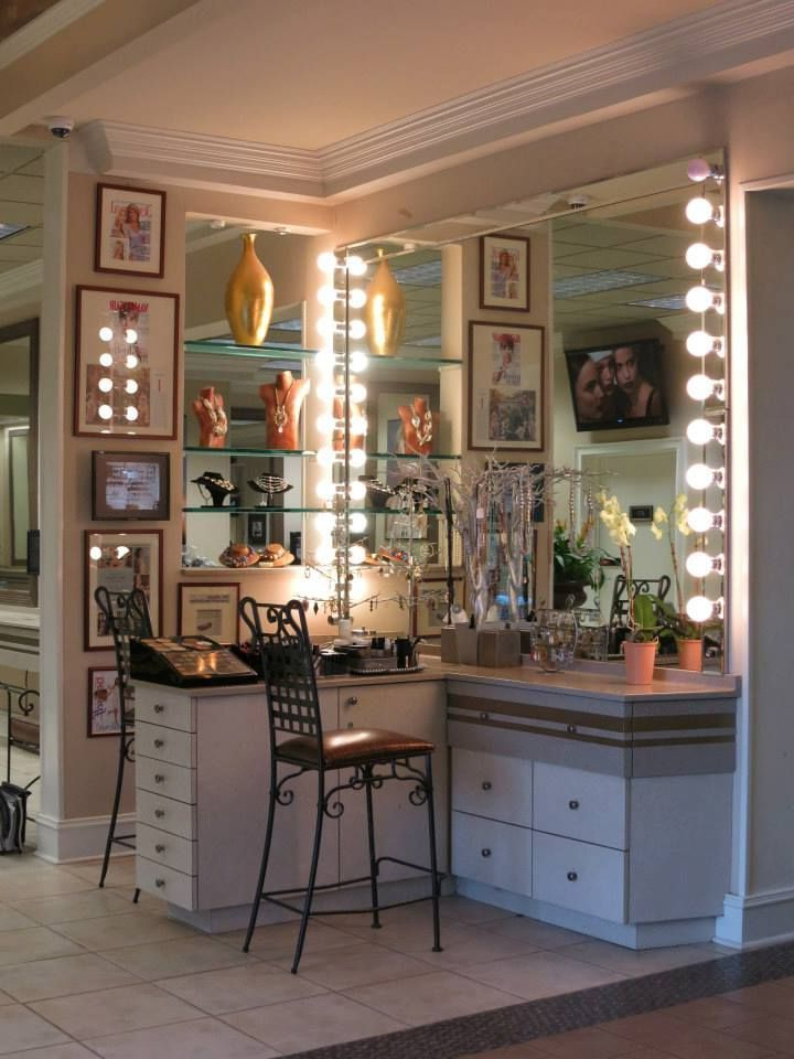 Corner Use Of Space For Vanitymirror On Both Sides