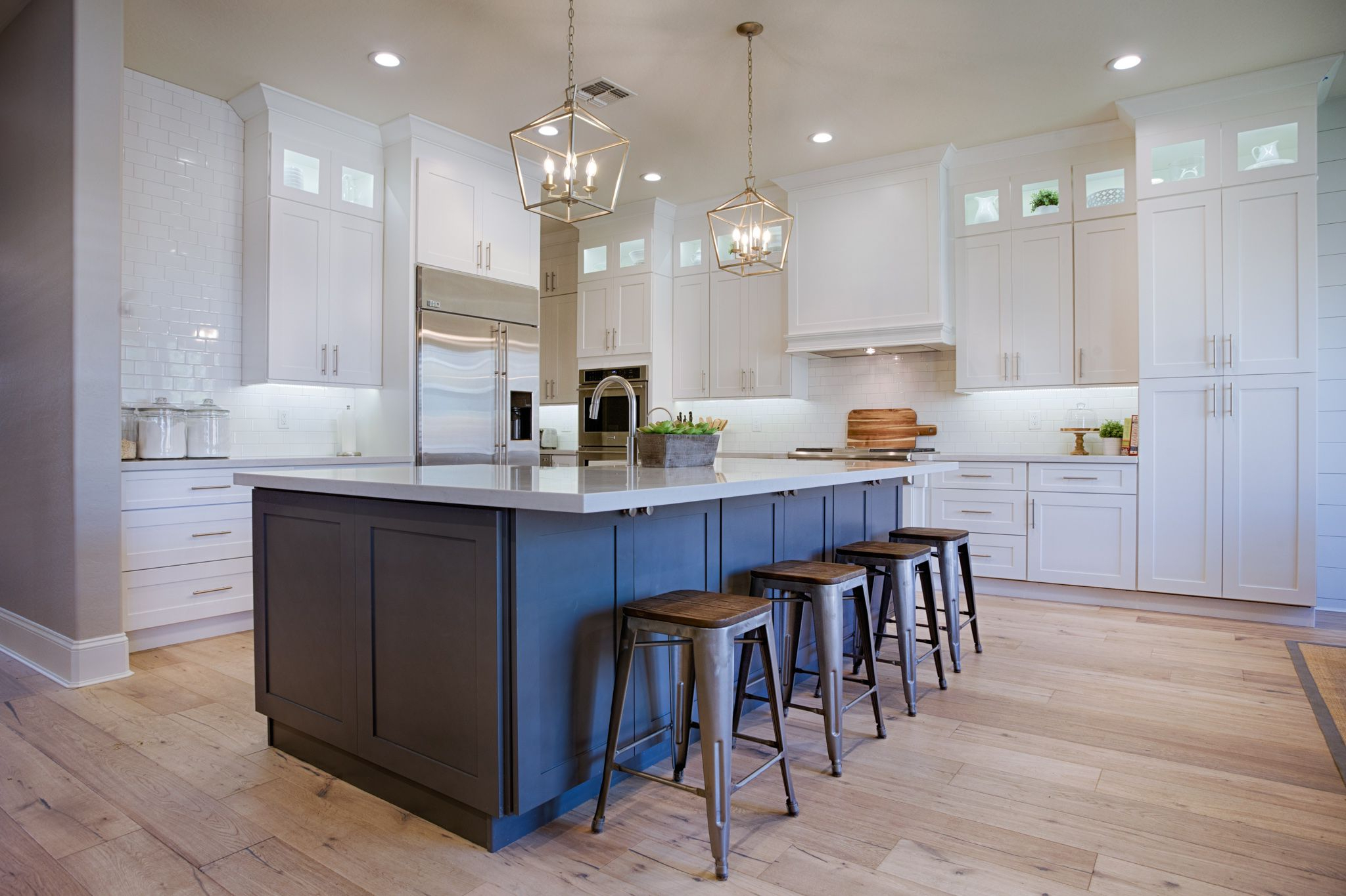 White Newport Shaker Kitchen Cabinets In Frost Paint With
